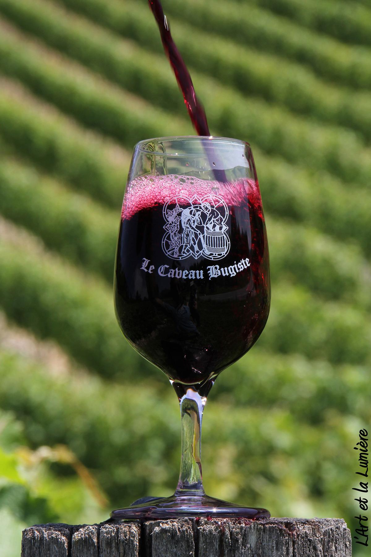 Verre de vin rouge du Bugey